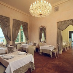 Today, the restored lounges in the classicist Villa Richter serve for dining experiences of the highest order. The superb cuisine is augmented by a perfect view of old Prague.